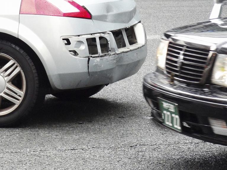 交通事故に遭ったらすぐに受診ください